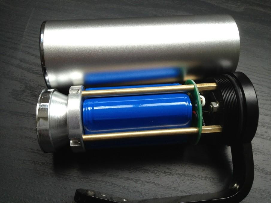 手提探照灯首先我们的内部结构,铜的,铝的,不渗假吧
