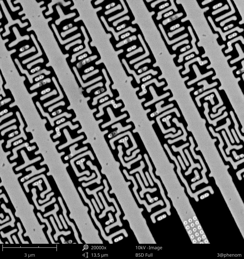 飞纳电镜拍摄的集成电路内部 放大倍数 20000x